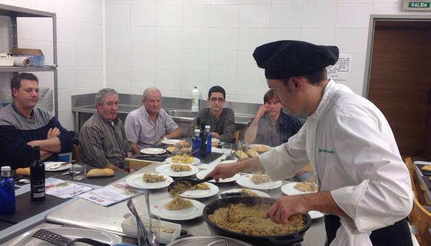 Un momento en el curso en el que los cocineros aprenden a elaborar nuevos platos nutricionalmente equilibrados con cordero