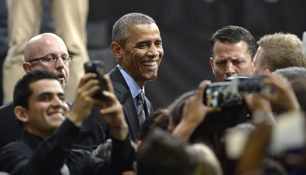 Acto de Obama ante un millar de personas en el instituto de educación secundaria Del Sol, en Las Vegas