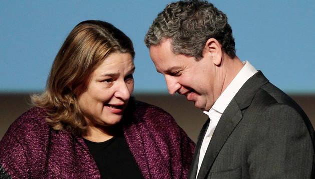 La ministra de Cultura de Colombia felicita al escritor Guillermo Martínez