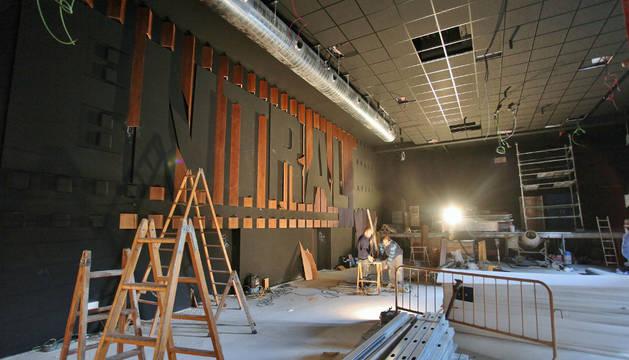 Obras que se llevan a cabo estos días en el escenario central del café.