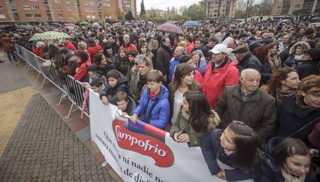 Momento de la concentración que el comité de empresa de Campofrío ha convocado en apoyo a este grupo empresarial y los trabajadores de la planta incendiada