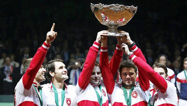 Los jugadores suizos celebran el triunfo