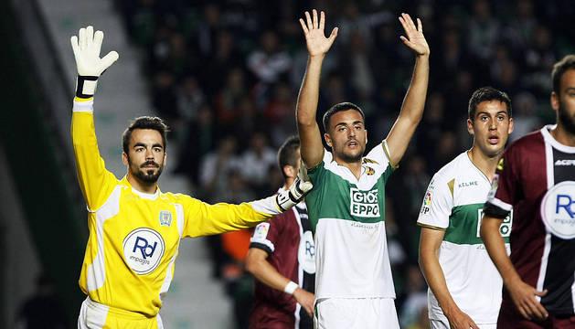 Juan Carlos y Cristian Herrera, en un saque de esquina