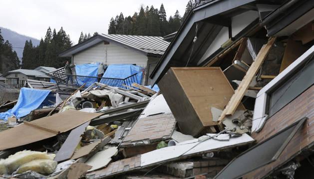 Varias casas destruidas en Hakuba, en el centro de Japón