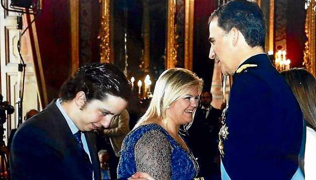 El 'Pequeño Nicolás' saluda a Felipe VI