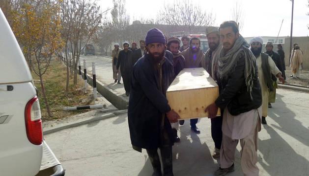 Son ya  57 los muertos por un ataque suicida en un partido en Afganistán