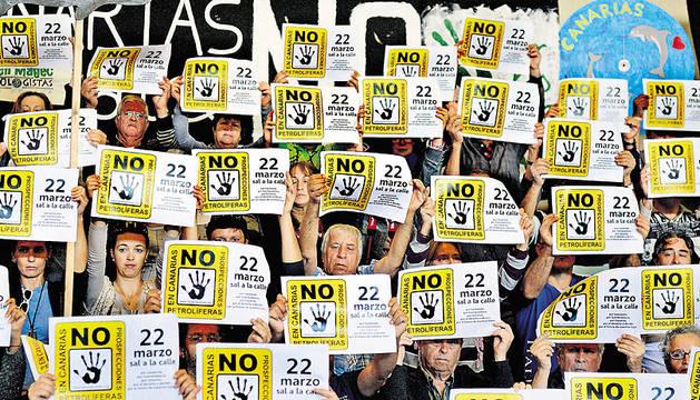 Manifestación en Arrecife contra  las prospecciones.
