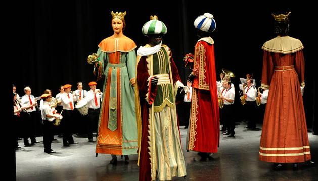 Los peralteses apoyan el festival del centro parroquial
