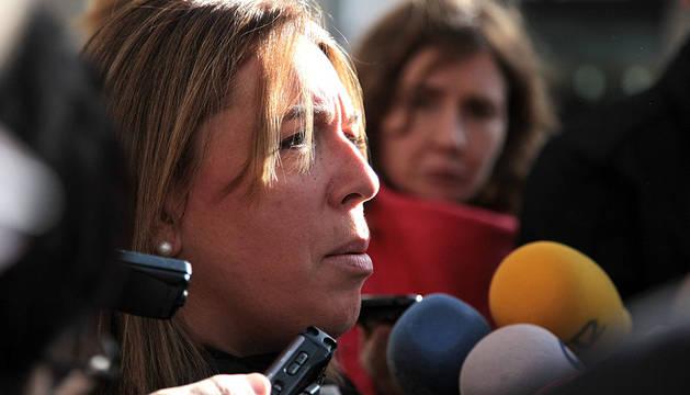 Salanueva, anunciando a los medios este lunes el registro de su candidatura.