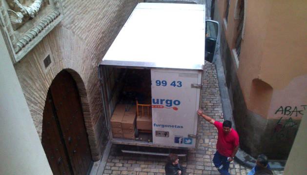 Imagen de algunas de las cajas de archivo cargadas en el camión que trasladó la documentación desde Tudela hasta Pamplona.