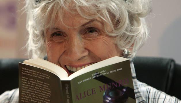 La escritora de cuentos Alice Munro