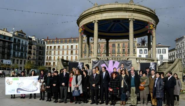 Consejeros, concejales y otras autoridades se han concentrado este martes en Pamplona