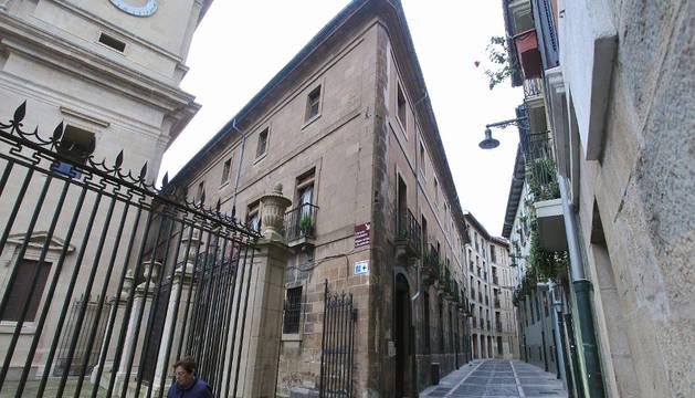 La conocida como 'La casita', en el número 1 de la calle Dormitalería, pegada a la Catedral de Pamplona.