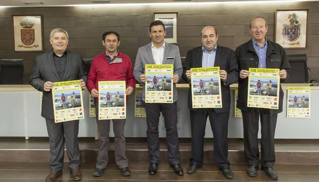 Ventura Verdes, Florencio Vizcay, Pedro Arozarena, Juan Carlos González y José Luis Medrano, en la presentación.