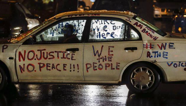 Disturbios y arrestos en Los Ángeles mientras Ferguson recupera la calma