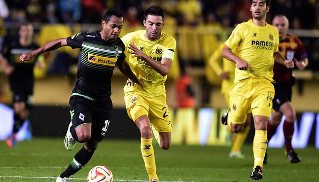 Bruno Soriano intenta frenar a Raffael
