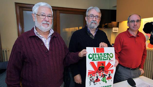 Los tres representantes que ayer expusieron los problemas económicos para celebrar Olentzero