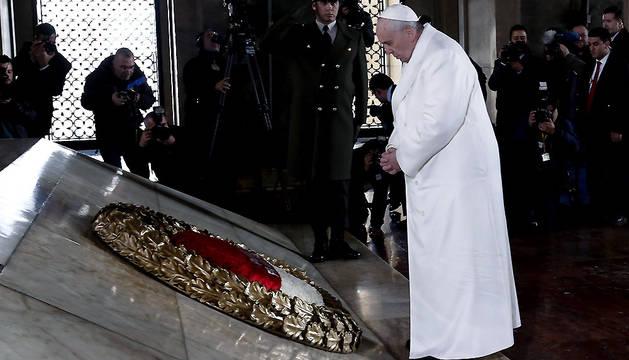 El papa Francisco asiste a una ceremonia floral en el Mausoleo de Mustafa Kemal Ataturk