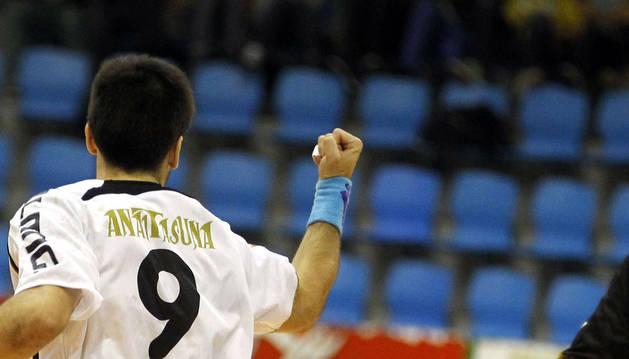 Ibai Meoki celebra un gol con Anaitasuna