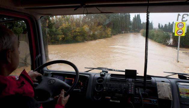 El temporal corta 13 vías y amenaza con inundaciones en Cataluña