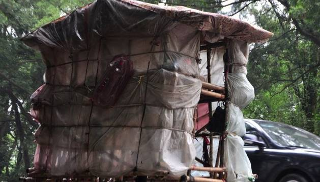 Liu Lingchao carga su casa a cuestas.