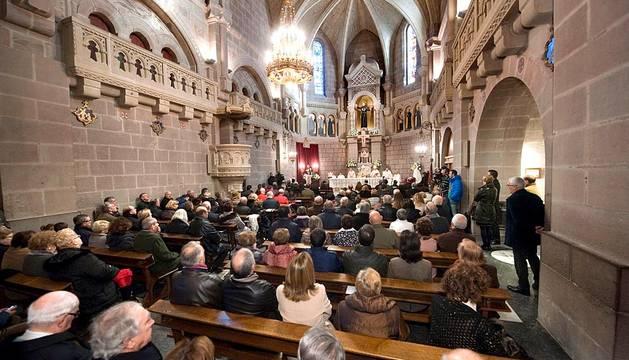 La entrega de la Medalla de Oro de Navarra, un festival folclórico y 83 conciertos simultáneos de bandas y coros han centrado los actos conmemorativos del Día de Navarra 2014.