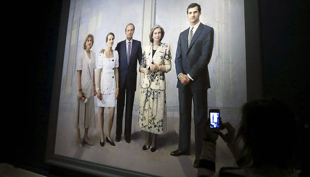 El cuadro 'La Familia de Juan Carlos I', de Antonio López, ha sido mostrado este miércoles a los medios de comunicación