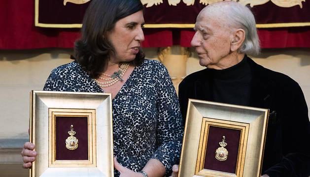 María Urmeneta y Jesús Huarte con las Medallas de Oro de Navarra