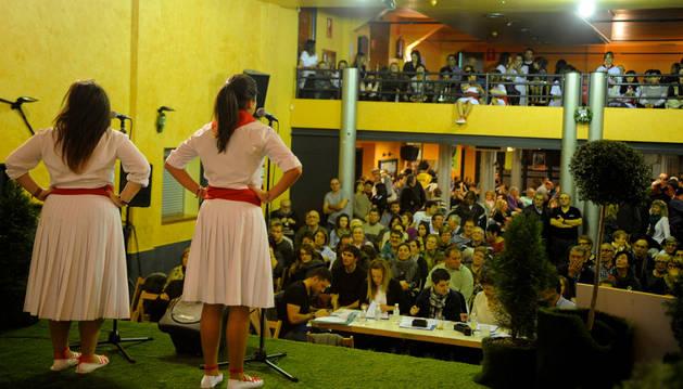 El dúo Paula Antón Los Arcos y Elena Ovejas Catalán durante su actuación en el concurso