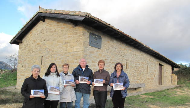 Vecinos de Azuelo muestran como aún hoy el refugio se mantiene intacto
