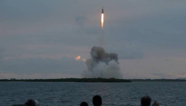 Orion ameriza en el Océano Pacífico tras su primer viaje de prueba