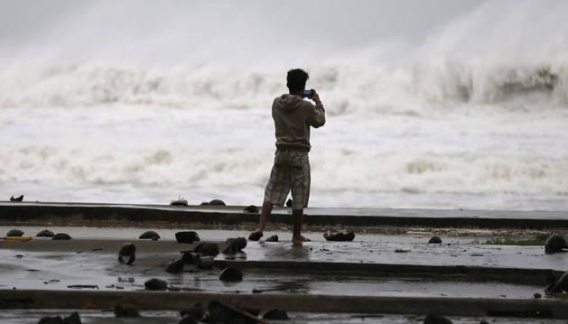 El tifón Hagupit toca tierra en Filipinas con fuertes vientos y lluvias