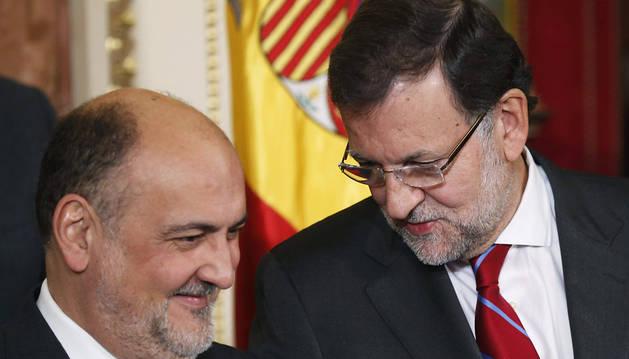 El recelo de Rajoy hacia Sánchez impide el diálogo sobre la reforma