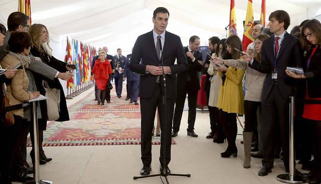 Pedro Sánchez, en la entrada del Congreso.