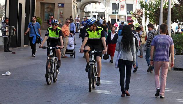¿Policías en bicicleta en Pamplona?