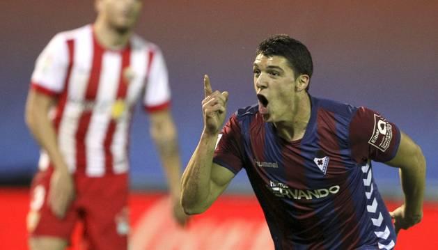 Ander Capa celebra su gol contra el Almería