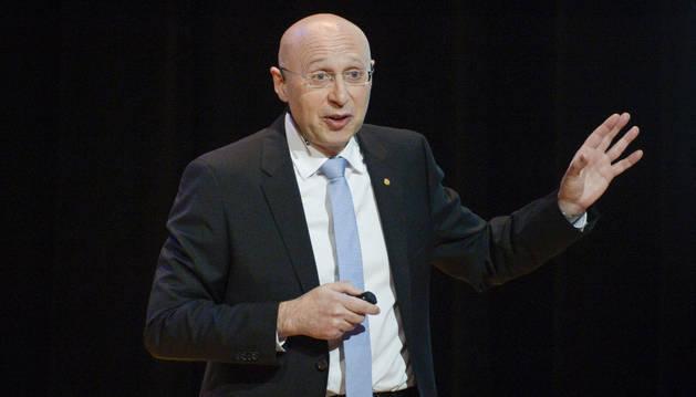 Stefan Hell, premio Nobel de Química 2014