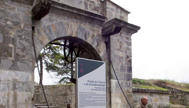 Portal de Zumalacárregui.