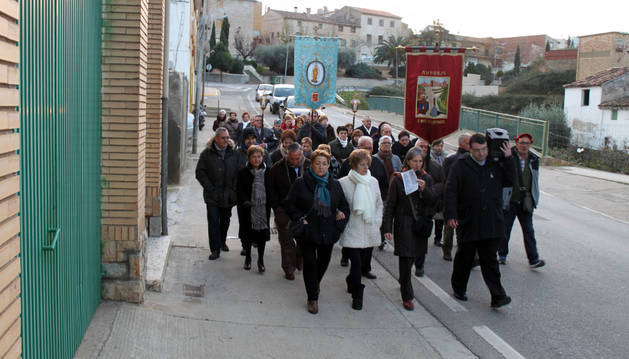 Tras la misa, los asistentes pudieron calentarse alrededor de la hoguera.