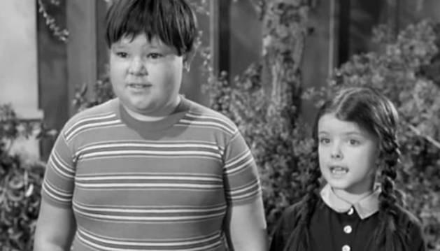 Ken Weatherwax, interpretando al niño de 'La familia Addams'