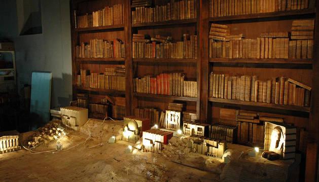 Parte del belén formado por libros
