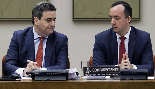 El secretario de Estado de Seguridad, Francisco Martínez (d), y el presidente del Consejo Superior de Deportes, Miguel Cardenal (i), durante su comparecencia en el Congreso