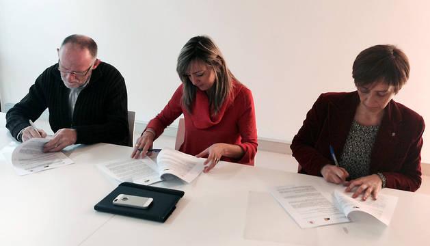 Zapata, Ibarrola y Díaz, durante la firma del convenio