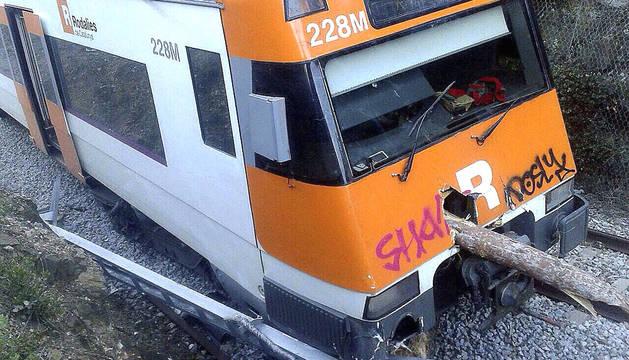 Imagen del tren de cercanías descarrillado entre Barcelona y Puigcerdà.