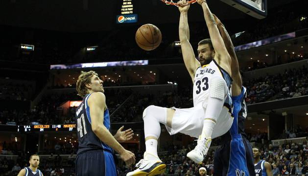 Marc Gasol machaca el aro de los Dallas Mavericks