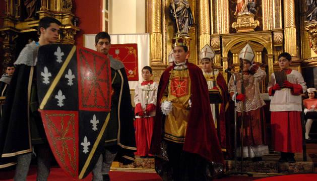 Imagen de la última edición de la coronación del Rey de la Faba.