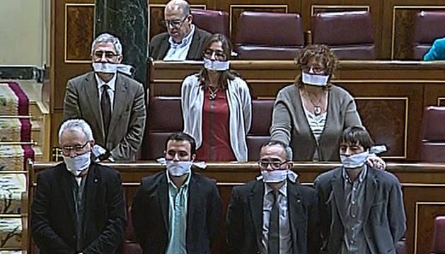 La Ley de Seguridad sale adelante con el apoyo del PP y entre protestas