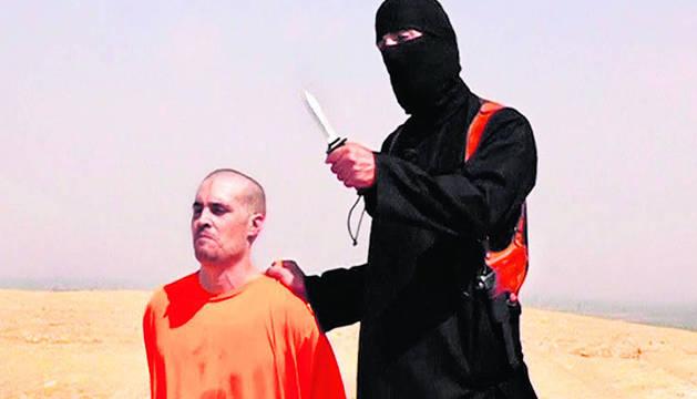 James Foley, junto a su verdugo.