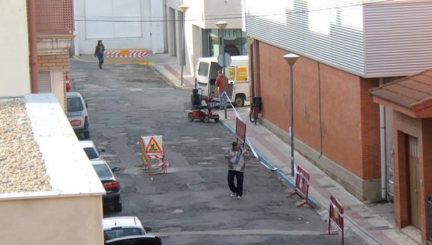 La calle Valle de Ulzama con señalizaciones de las obras.