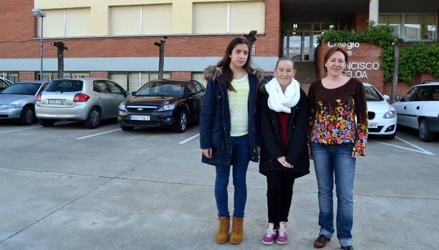 Beatriz Beriain Corroza, Melanie Rousselle y la profesora de francés en el IES de Azagra, Rocío Beltrán.